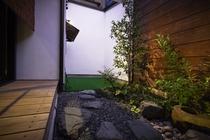 坪庭とドッグテラス