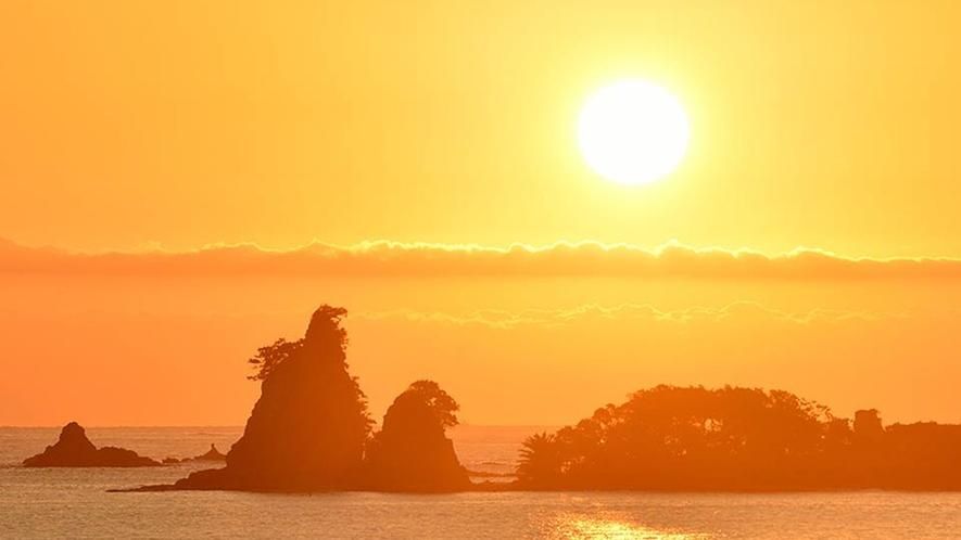 ゴジラ岩:日の出