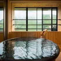 露天風呂付き特別室 半露天風呂