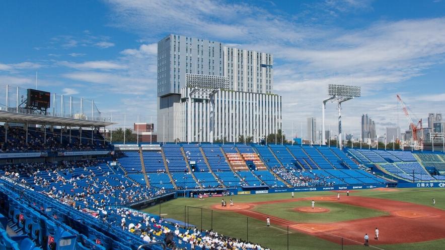 神宮球場から見た日本青年館ホテル