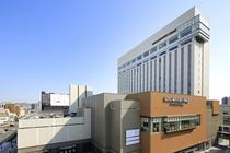 JR姫路駅すぐホテルモントレ姫路がございます。