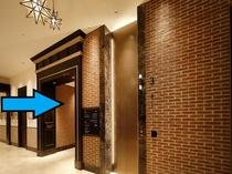 ⑥3階にお上がりいただくとフロントでございます。