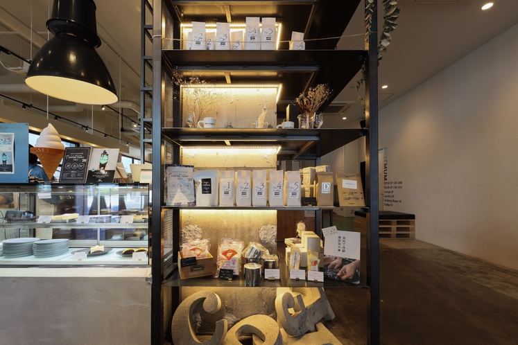 カフェ 物販棚