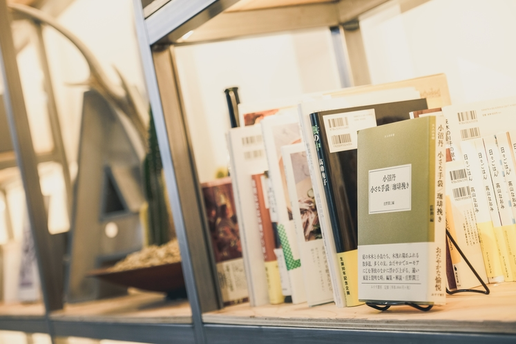 カフェ 本棚