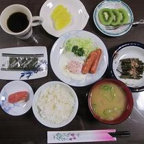 *朝食/焼き魚やご飯、お味噌汁等の和朝食