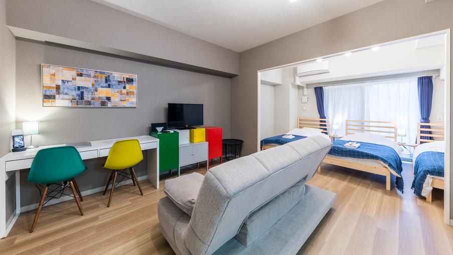 ジュニアスイートIJ カラフルなテレビ台が特徴の女性にオススメのお部屋です