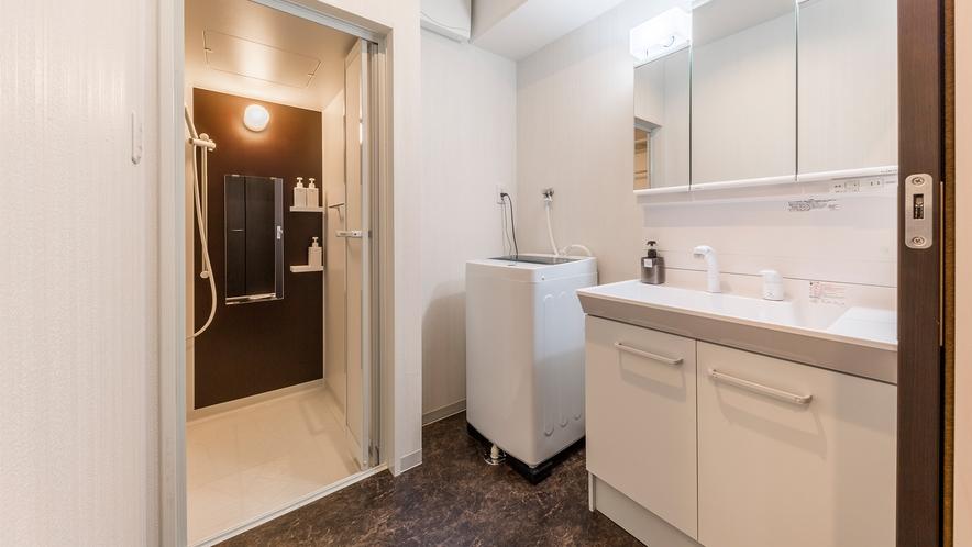 スイートルームの洗面・お風呂スペース(洗濯機あり)