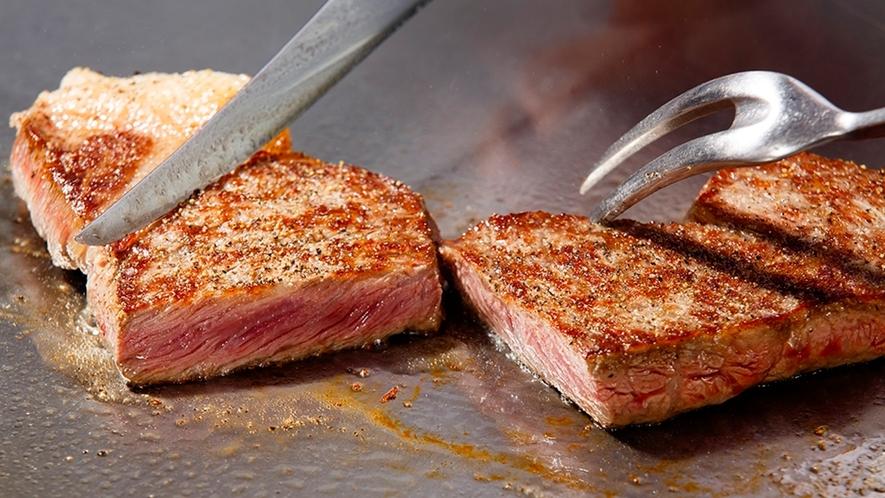 【鉄板焼】 目の前で焼く旬の味覚をお楽しみください