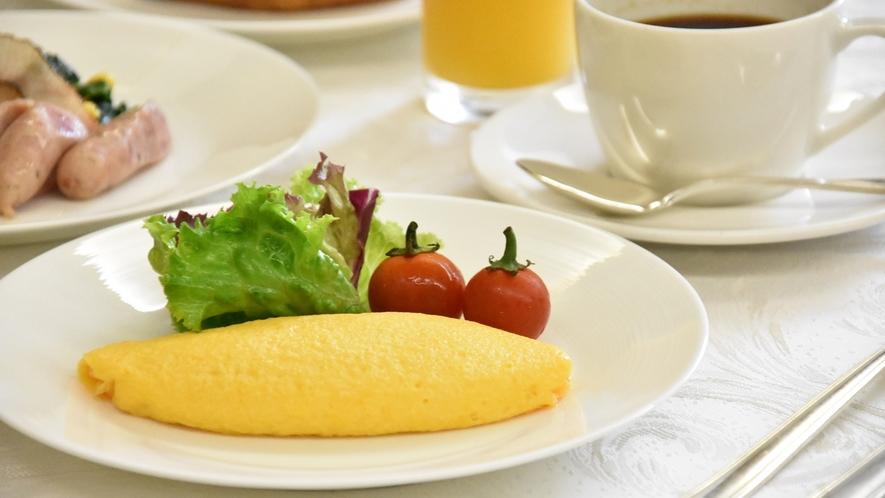 《朝食》洋食シェフが目の前で焼き上げます!『ふわっとろっオムレツ』