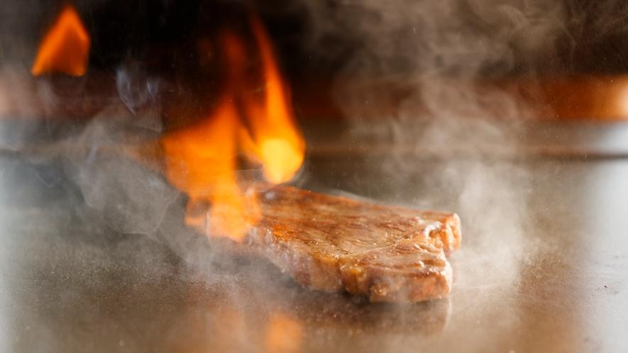 【鉄板焼】シェフが目の前で焼き上げます