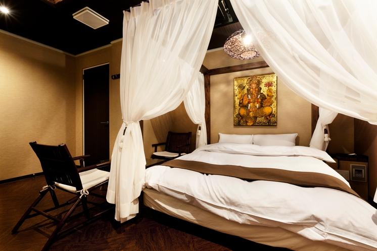 107号室の天蓋ベッド