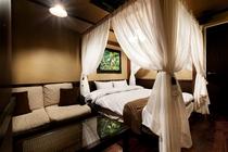115号室の天蓋ベッド