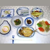 ご朝食一例。心のこもった和定食をたくさん食べて、今日も一日元気に出発!