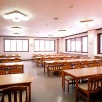 明るくて開放感たっぷりの食堂(和室会場になる場合もございます)
