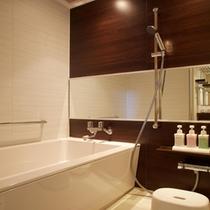 東館「バスルーム」 女性に嬉しい洗面台と浴槽が独立した造り