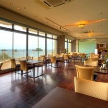 レストラン「バベット」 窓の外に広がる青い海を眺めながらの食事を心ゆくまでご堪能ください。