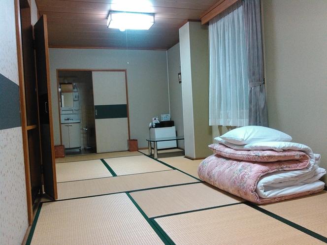 和室9畳〇足を伸ばして ゆったりとお寛ぎ下さいませ。