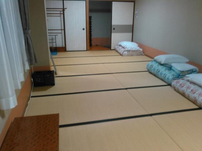 和室16畳〇足を伸ばして ゆったりとお寛ぎ下さいませ