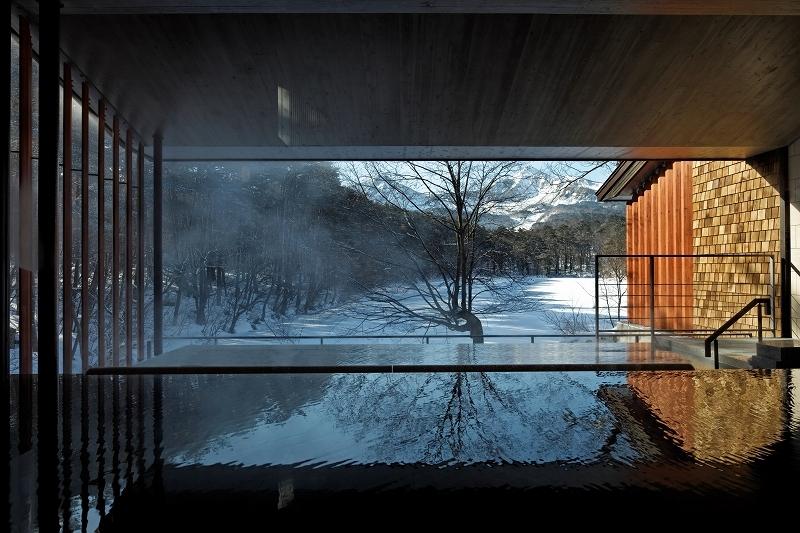 「展望露天風呂 四季の湯」から望む冬の磐梯山