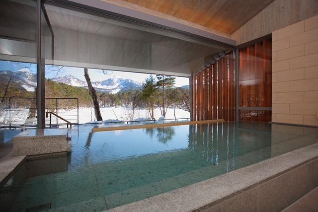 冬の贅沢「雪見風呂」