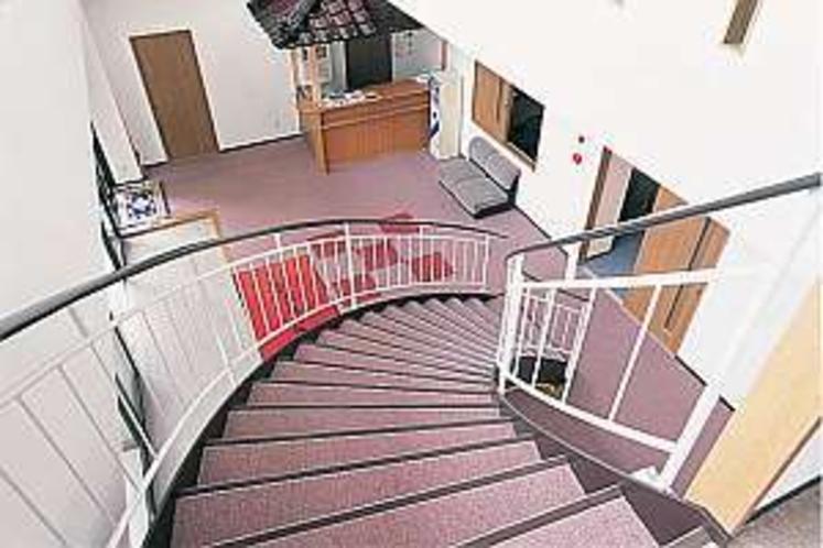 2階・客室に伸びる螺旋階段