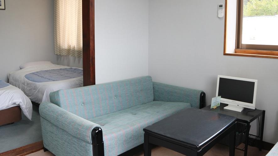 *【客室一例】ファミリールーム。2部屋繋がった造りで広々おくつろぎください