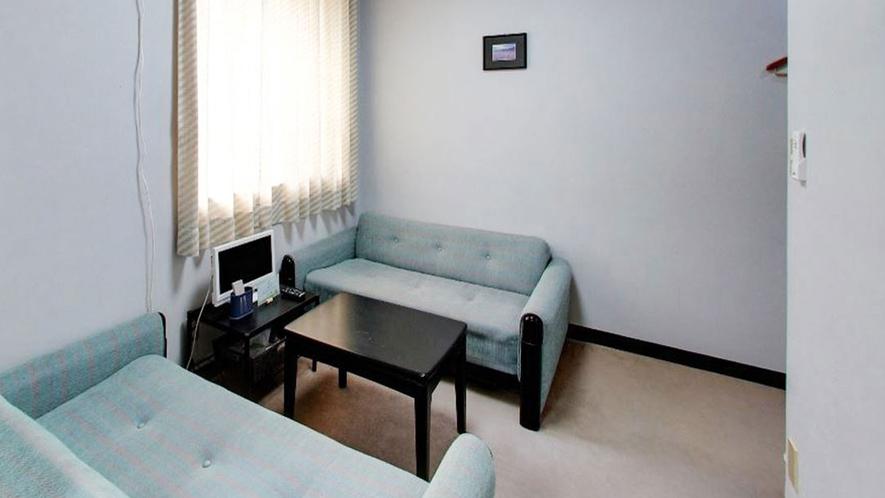 *【客室一例】対面式のソファがありご家族におすすめのお部屋です