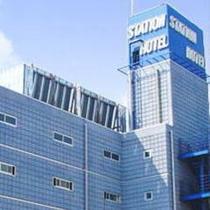 ホテル外観(太陽光パネル)