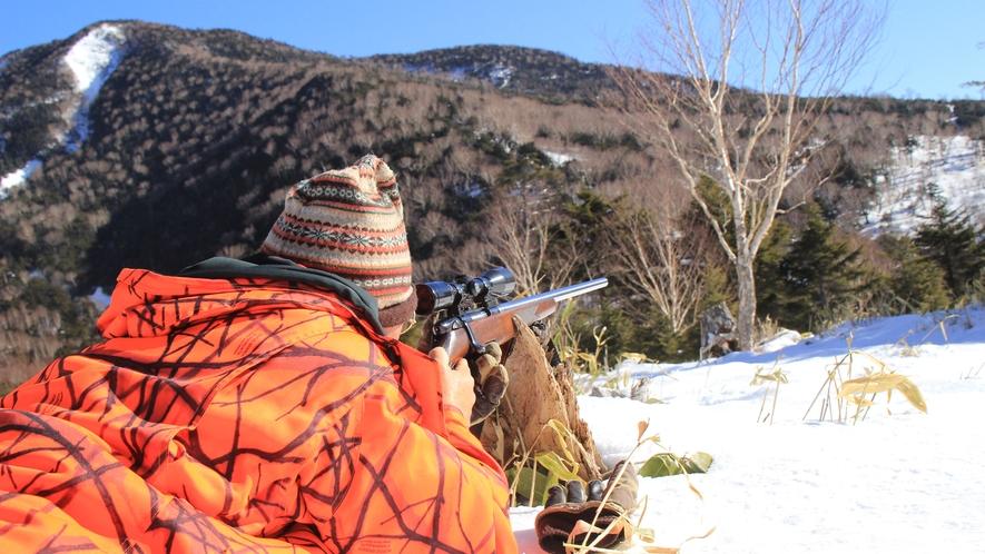 ◆【鹿狩り】自家製鹿スモークを作る為に使用する鹿をオーナー自ら撃って、さばいて持ち帰ってます。