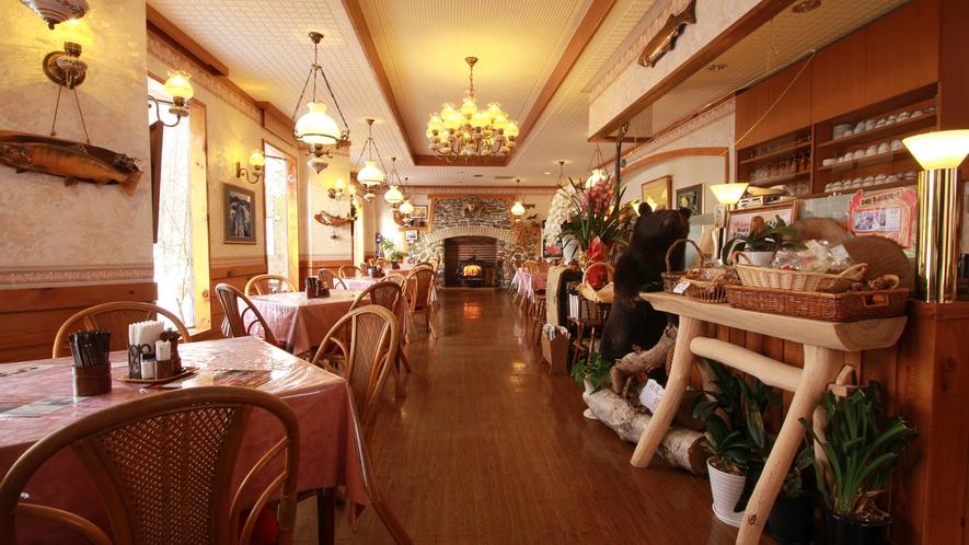 ◆【メープル】お食事はレストラン『メープル』にてご用意。落ち着いた雰囲気でお食事を