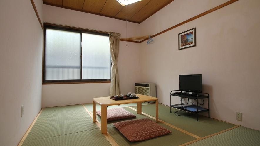 ◆【客室一例】和室6畳 小さいお部屋なので、少人数の方向けのお部屋です。