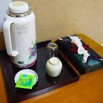 *【客室一例】ご到着後はお茶を飲んでホッと一息