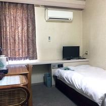 【シングルルームA】シンプルでコンパクトなお部屋です。