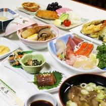 *【夕食全体例】山菜料理、天ぷら、煮物など8品程度の家庭料理をご用意します。
