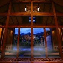 離れ湯 百八歩/内風呂 蔵王温泉ならではの硫黄の匂いと真っ白な湯