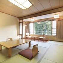 ■和室10畳/木と畳の温かみを感じる、明るい和室のお部屋