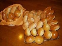 朝食のパンも手作り