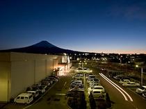 4階からの富士山と富士吉田の街
