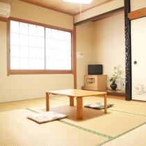 【部屋】和室/畳のお部屋でゆっくりお寛ぎ下さい。
