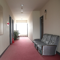 【施設】廊下も広く、大きな荷物でも安心