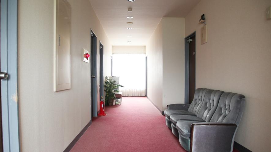 *【施設】廊下も広く、大きな荷物でも安心