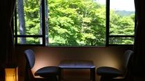 【新館■和室10~12.5畳】窓からは緑の木々が