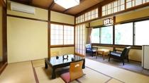 【本館■和室8畳】民芸調の造りのお部屋