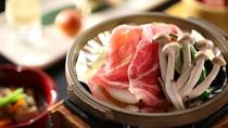 【夕食一例】駒の湯特製味噌の陶板焼き。味噌は独自レシピの味付け味噌
