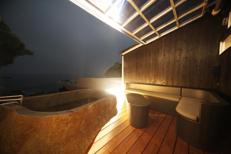 オーシャンビューウイングJスタイル巨石の露天風呂