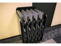 ズボンプレッサーを各階エレベーター前にご用意しております。