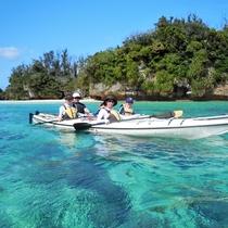 *【シーカヤック&シュノーケリング】シーカヤックをのんびり漕ぎながら自分の力で無人島までGO!