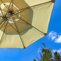 パラソルも完備しているので日差し対策にご利用ください。