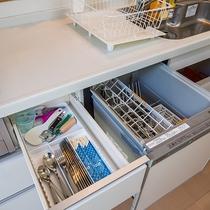 *[キッチン]調理器具はもちろん、掃除用具まで完備