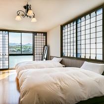 *【お部屋】リバービューで大きな窓から明るい光がさしこみます。